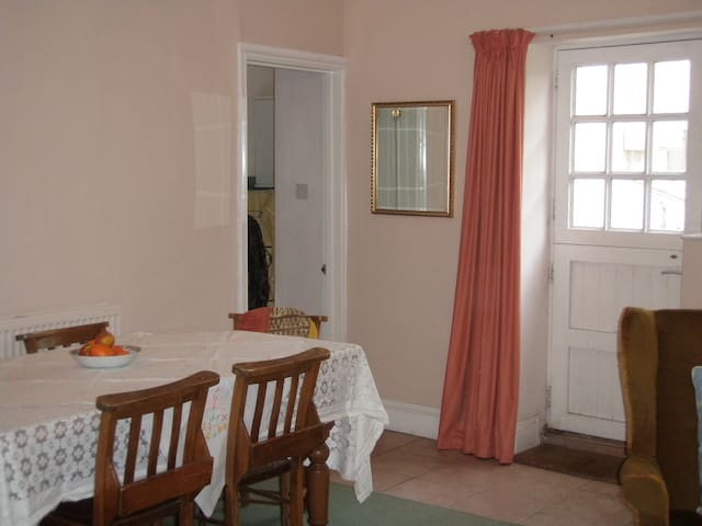 Cosy 2BD with parking included - Ilfracombe
