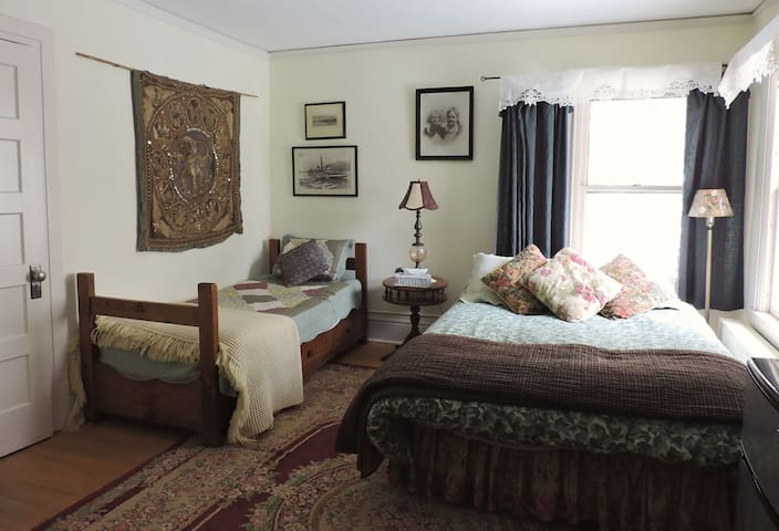 The Doctor's Inn - The White Room - Saranac Lake - Daire