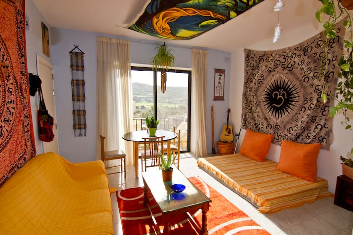 Warm, decorated whole flat, few minutes from sea - Xemxija