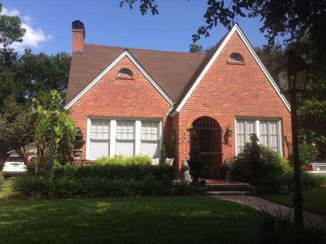English Tudor Cottage in Midtown - Mobile - Casa