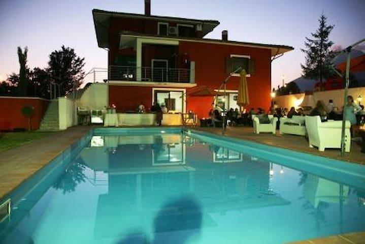 villa panoramica con piscina - Massa d'albe