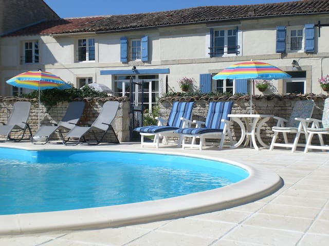 Two Double Bedrooms -  La Maison des Tournesols - Vallans - Bed & Breakfast