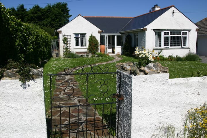 Cedwen - delightful holiday home on SW Coast Path - Trevone - Dom
