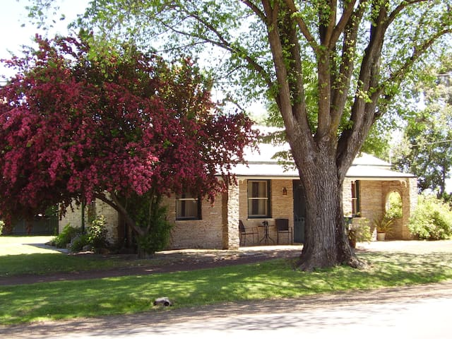 Stone Cottage- Ross- Tasmania - Ross