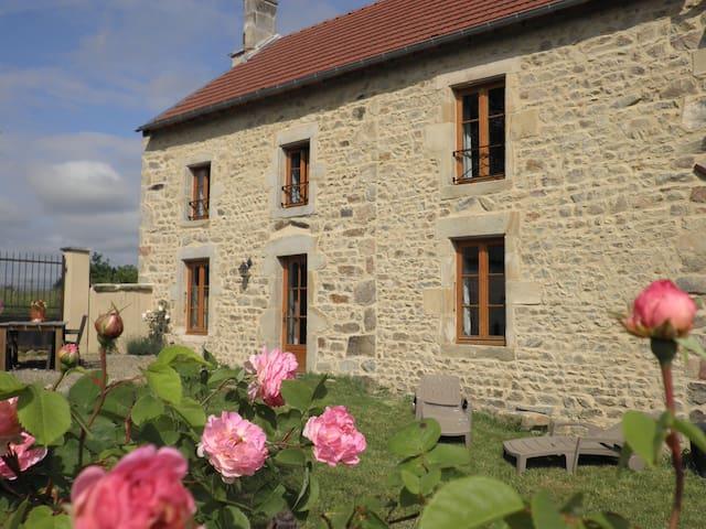 Comfortabel gezellig vakantiehuis - Saint-Priest-des-Champs