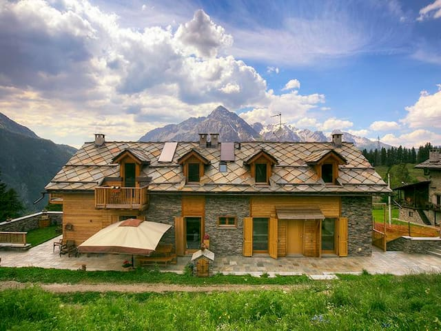 Luxury 200 sqm chalet at 1800 m. above s.l. - Cesana Torinese - Cabane