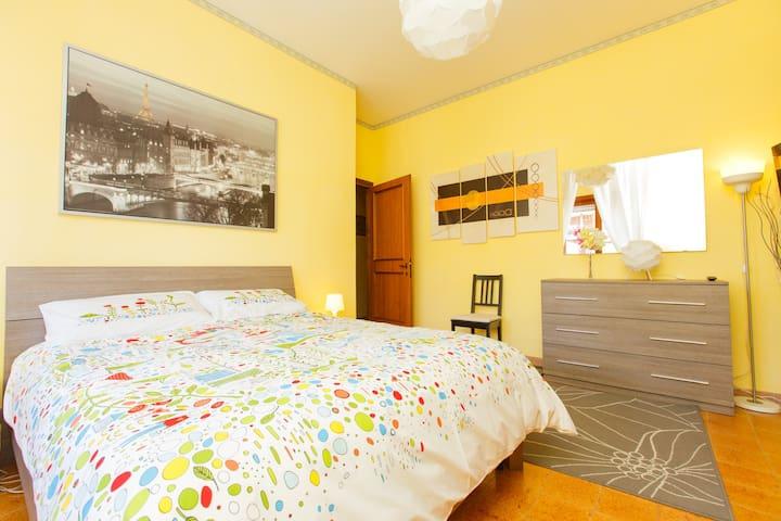 Spacious Room Adjacent to Metro B - Rome - Apartment