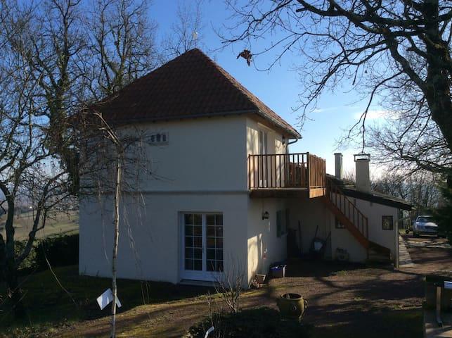 Rural Peregordian Pigeonnier - Bonnes - Appartement