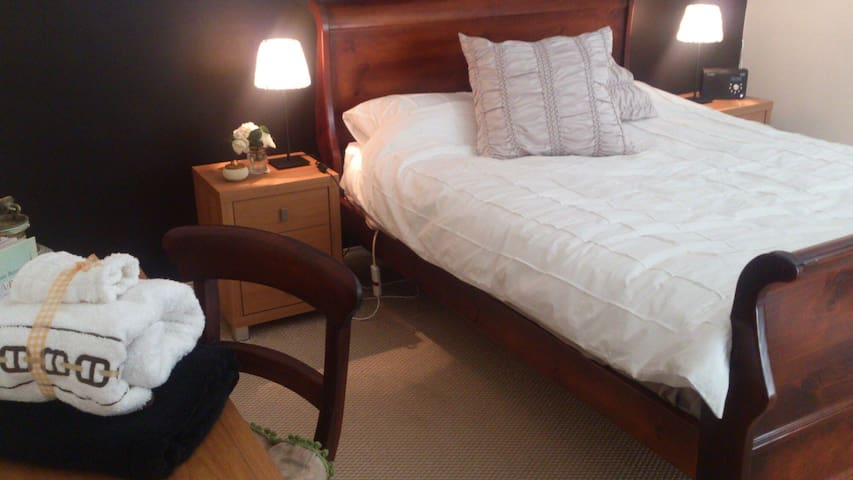 Chambre Chic' Close to City ! - Mile End - Bed & Breakfast