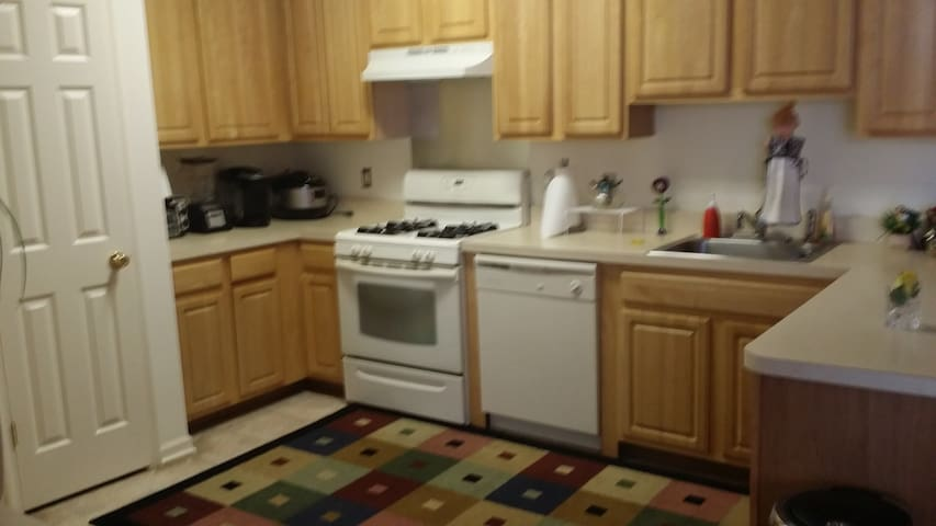 1 br offered from a 2 br apartment - Middletown - Leilighet