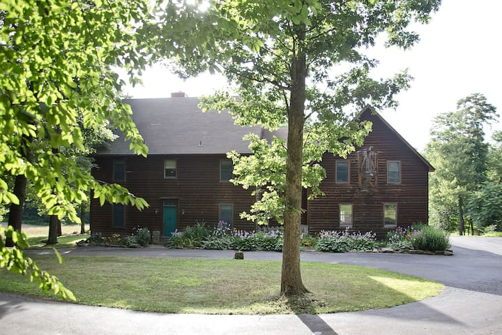 Meadow Rock Farm, Sleeps 20, 6BR Timber Frame - Butler