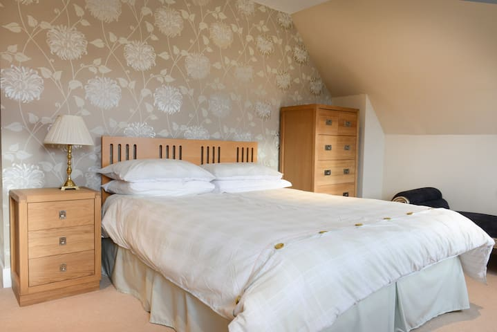 Comfortable modern room with a view - Weem - Bed & Breakfast