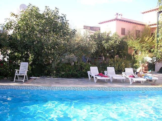 Lovely house/pool, WiFi, nr Granada - Lecrín - Hus