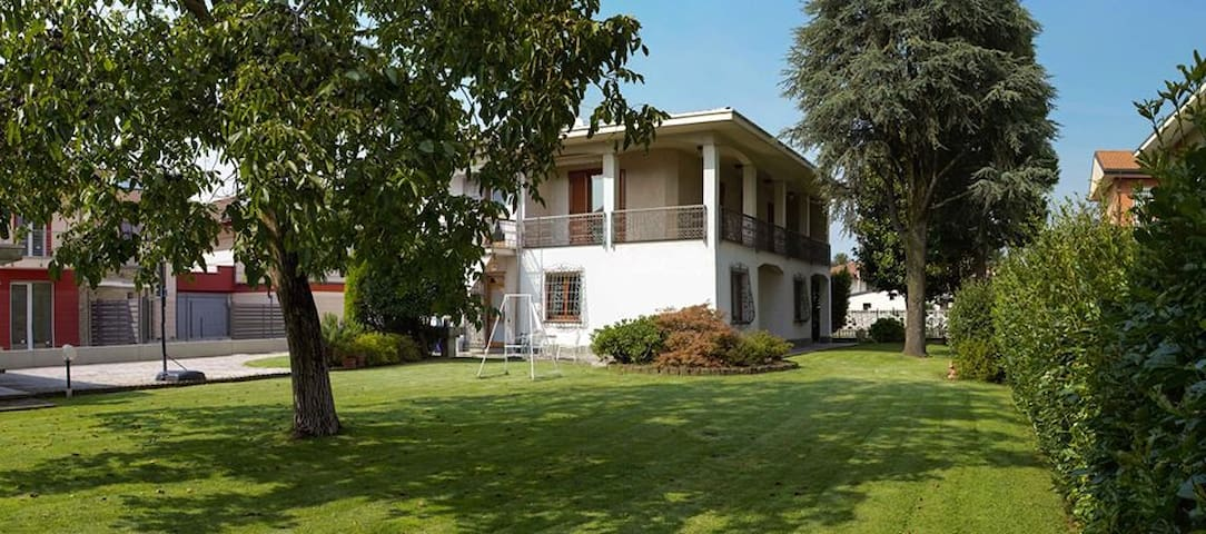 B&B near Milano and Como - Turate - Bed & Breakfast