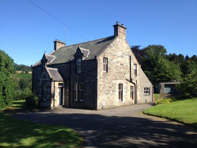 Family House on Speyside, sleeps 11 - Craigellachie - Casa
