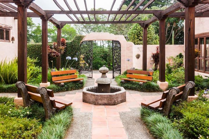 Magical Home, gardens, waterfall - El Roble de Santa Barbara - Huis