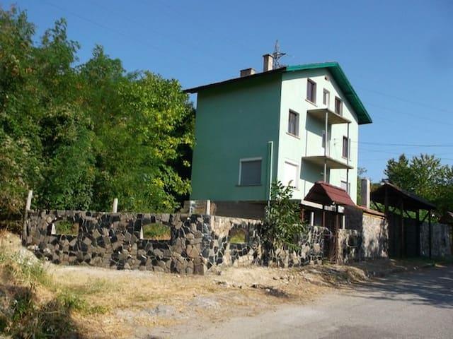 Тихое и спокойное место для отдыха - Враца - Дом