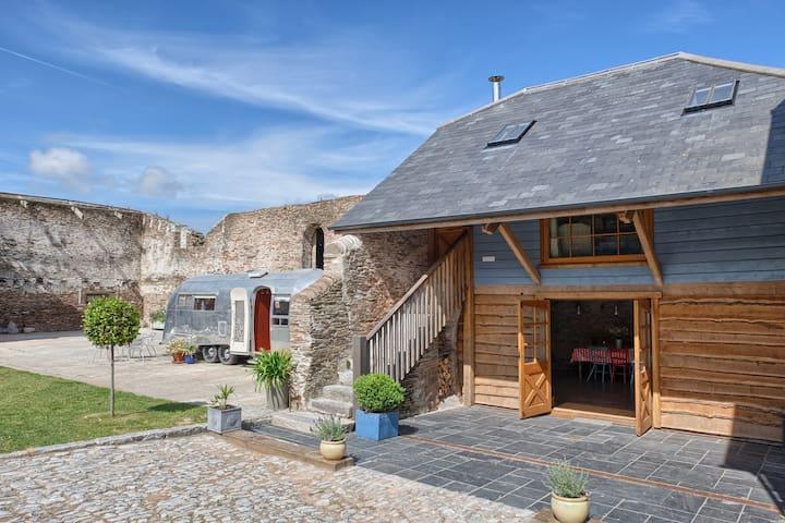 Luxury Barn Conversion with hot tub - Chillington