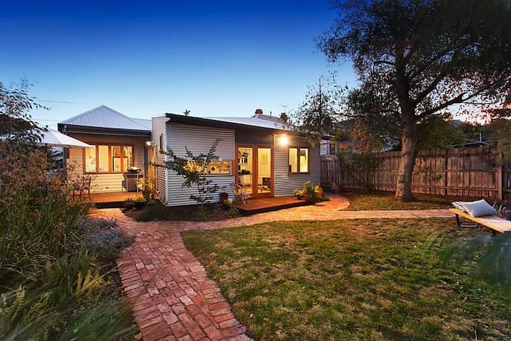 Beautiful, family-friendly, urban sanctuary - Northcote - Hus