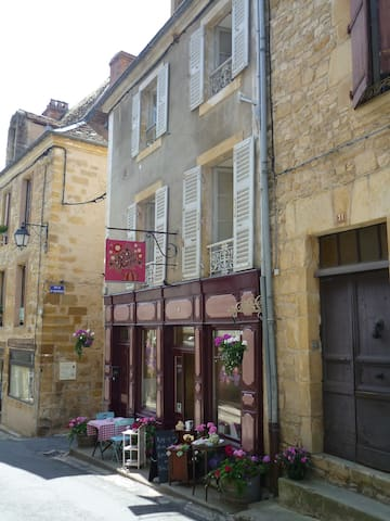 Bijou apartment in beautiful, medieval street - Excideuil - Appartement