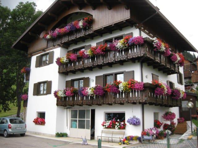Casa Canazei - Colle Santa Lucia - Hus