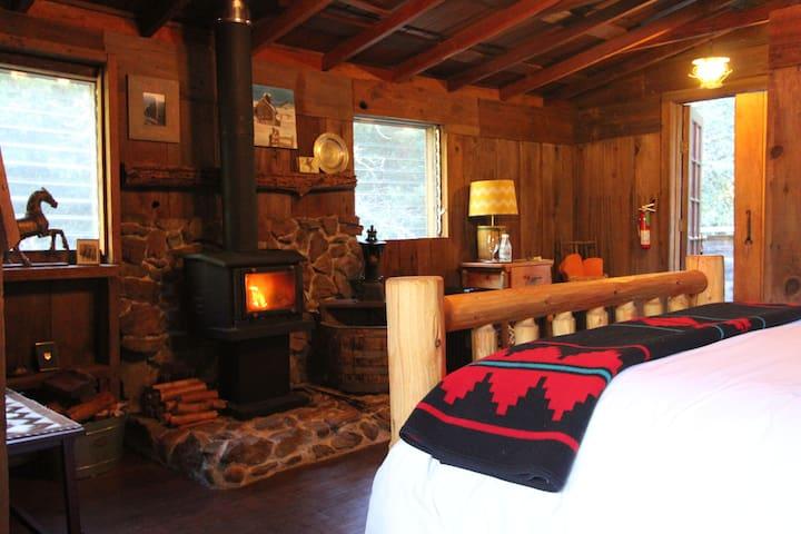 The Cowboy Room at FlipJack Ranch - Santa Cruz - Bed & Breakfast