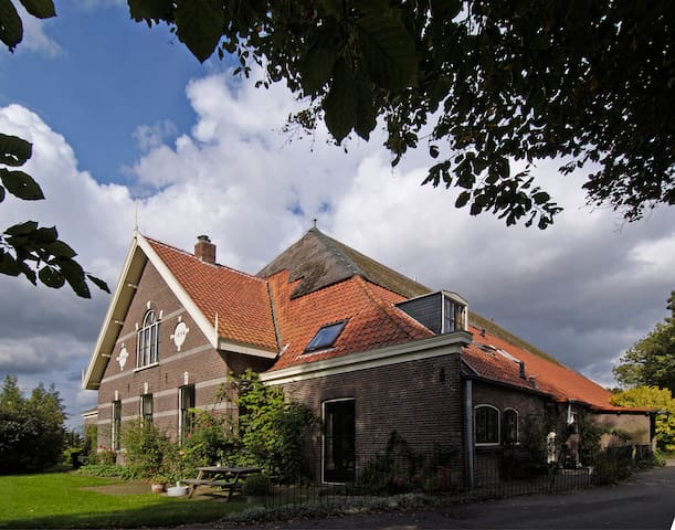 Farmhouse in orchard near keukenhof - Lisserbroek - Casa