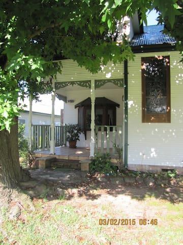 Lake Front - Gorokan - Huis