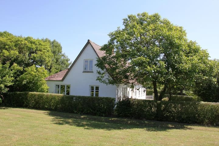 Landhus i naturskønne omgivelser - Askeby - Casa
