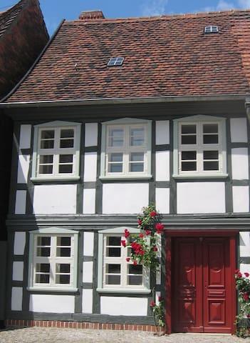 Fachwerkhaus&Garten nahe der Elbe - Hansestadt Werben (Elbe) - Huis