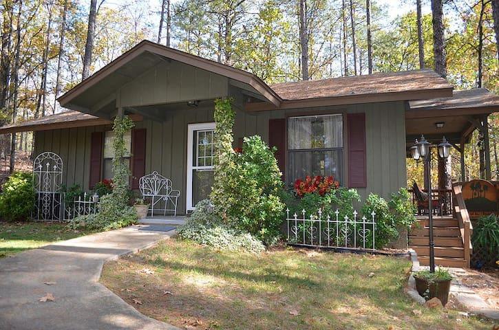 Miss Martha's Pine tree Cottage - Cabot - Bed & Breakfast
