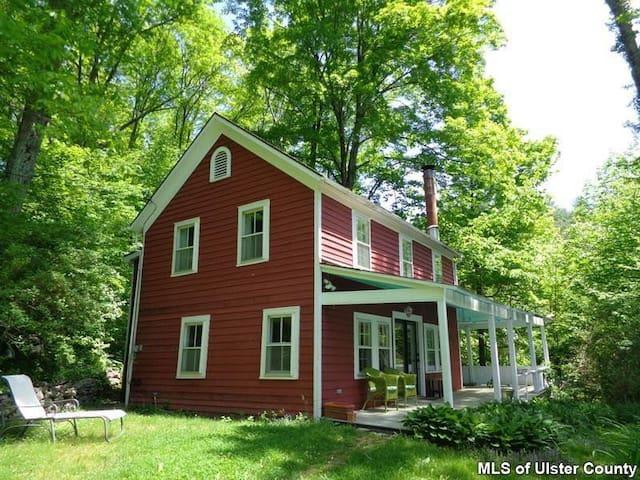 Woodstock Farmhouse - Willow