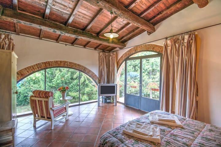 """Borgo Romena""""Stanza Arcate"""" - Pratovecchio - Bed & Breakfast"""