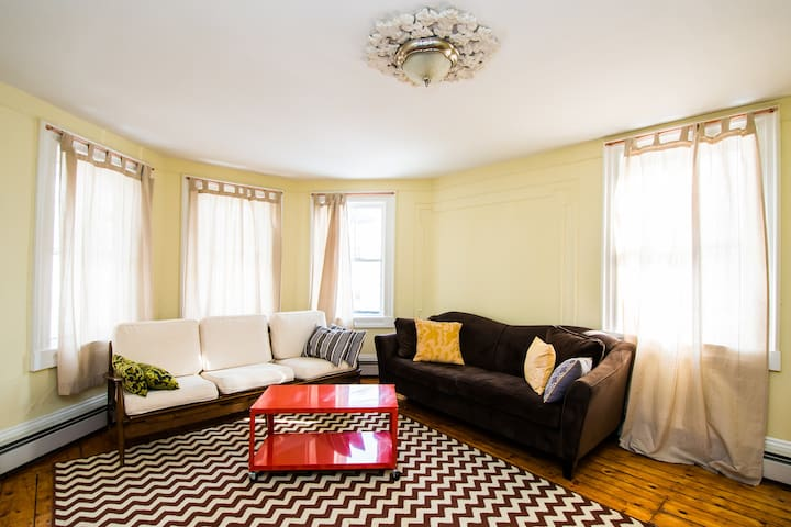 Charming and Spacious Armory Apt - Providence - Appartement