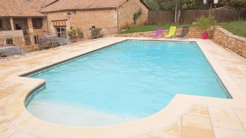 Gîte avec piscine en périgord - st amand de vergt - Haus