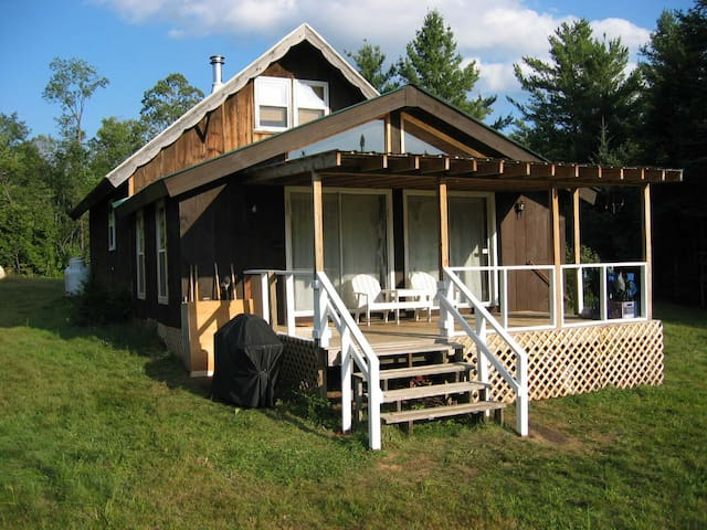 Chalet w/ Swimming, Fire Pit & Stratton Mtn View - Jamaica - Chalupa