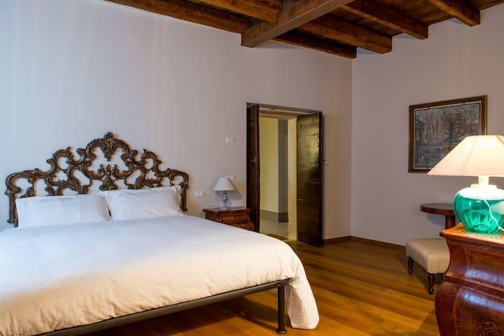 Corte Castello B&B Camera Barocco - Affi - Bed & Breakfast