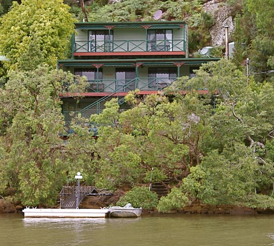 Character Waterfront Cottage Retreat - Marlow - House