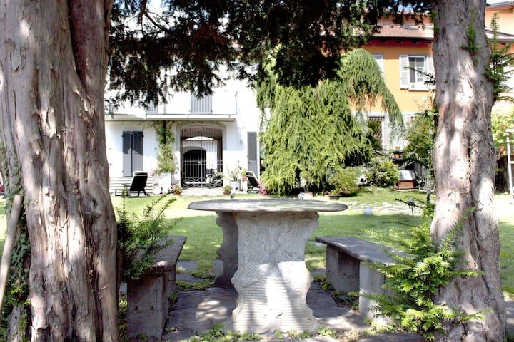 """Casa Vacanze """"All'ombra dei tassi"""" - Mandello del Lario - Huis"""