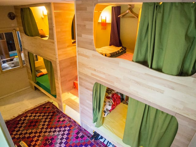 Capsule bedroom in Shantihome - 이즈미르 - 호스텔