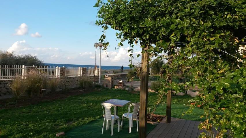 Waterfront 2bdr with private garden - Nahariyya - Lägenhet