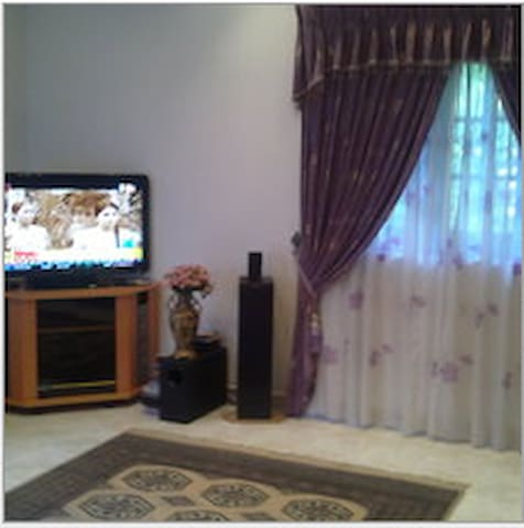 large bed room with balcony panromi - Kegalle - Дом
