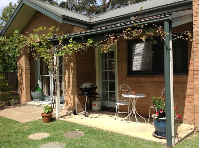 Beautiful renovated cottage for 2,  - Sanctuary Point - Bed & Breakfast