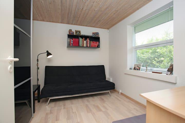Guest room in Skanderborg villa - Skanderborg - Hus