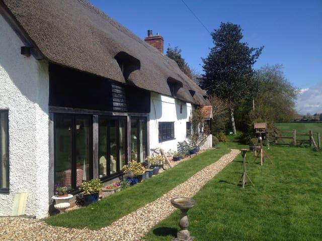 Meadow Thatch B&B - Cottage - Midgham - Bed & Breakfast
