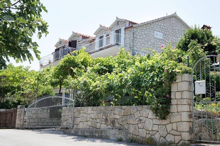 Appartement 2 mit grosser Terrasse - Postira
