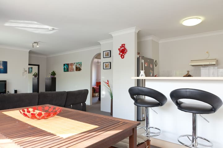 Double bedroom with Wifi and Pool - Gordon Park - Leilighet