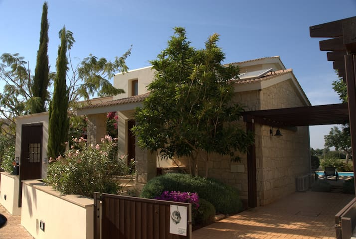 Aphrodite Hills Villa private pool - Kouklia