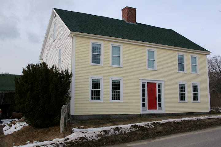Funky but charming old farmhouse - Andover - Hus