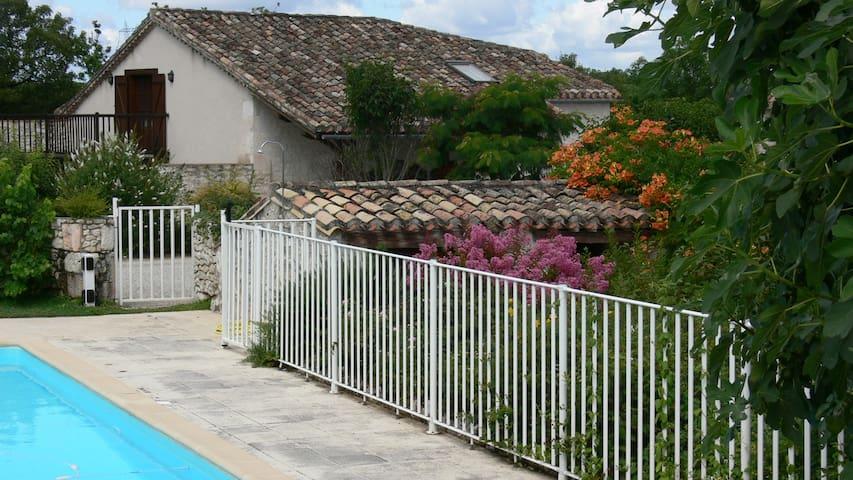 Picturesque Private Hilltop Hamlet - Tarn Et Garonne